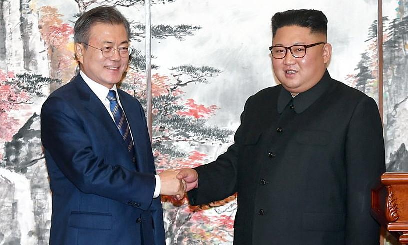Kim Jong-un eta Moon Jae-in, atzo, Piongiangen.