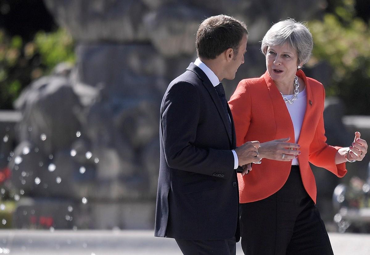 Emmanuel Macron Frantziako presidentea eta Theresa May Erresuma Batuko lehen ministroa, atzo, Salzburgon, Europar Kontseiluaren bilkuran. ©CHRISTIAN BRUNA / EFE