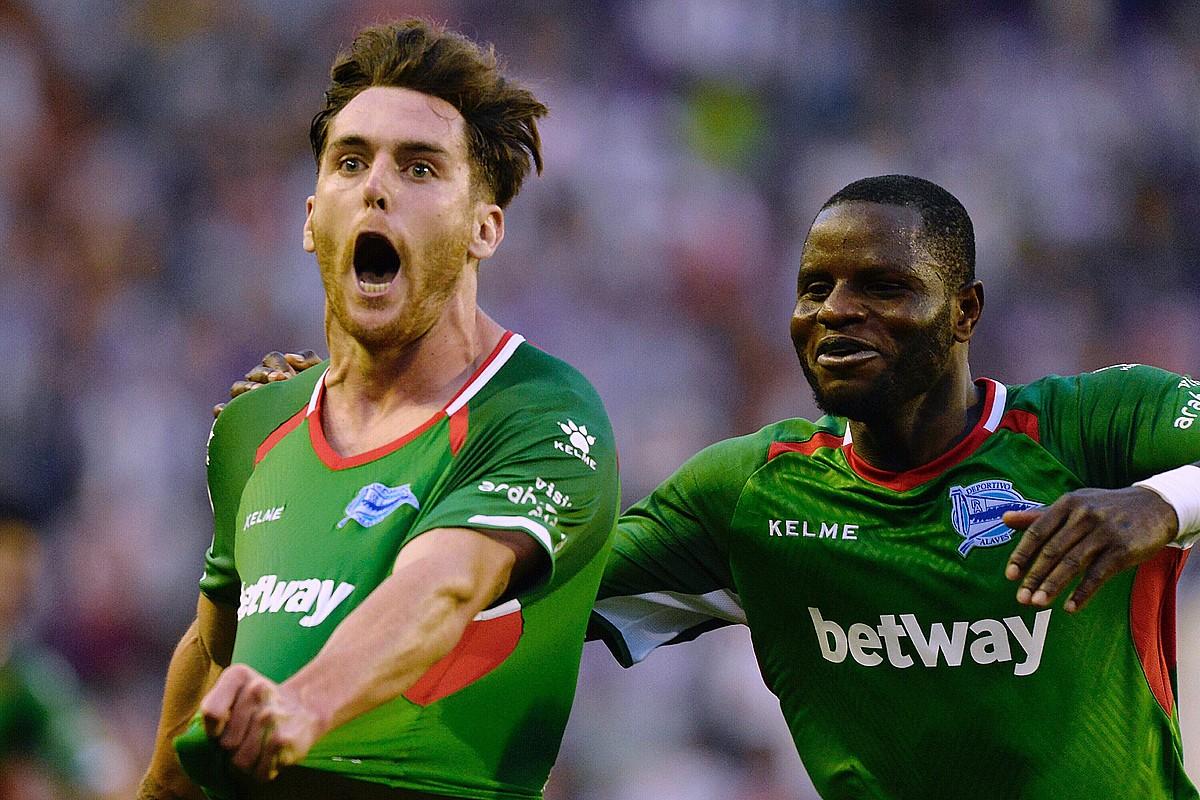 Ibai Gomez, Valladolidi sartutako gola ospatzen. Gol horrek garaipena eman zion Alavesi.