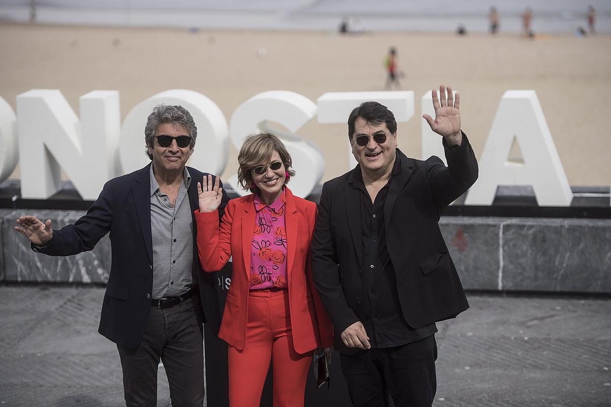 Ricardo Darin eta Mercedes Moran aktoreak eta Juan Vera zuzendaria, atzo, Donostian. ©JAGOBA MANTEROLA / FOKU