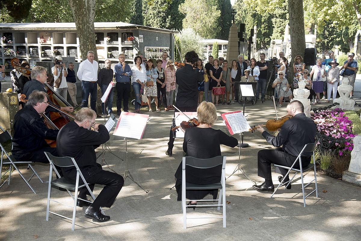 Musikarekin oroitu zuten Sarasate, herenegun, Iruñean egindako ekitaldian. ©IÑIGO URIZ / FOKU