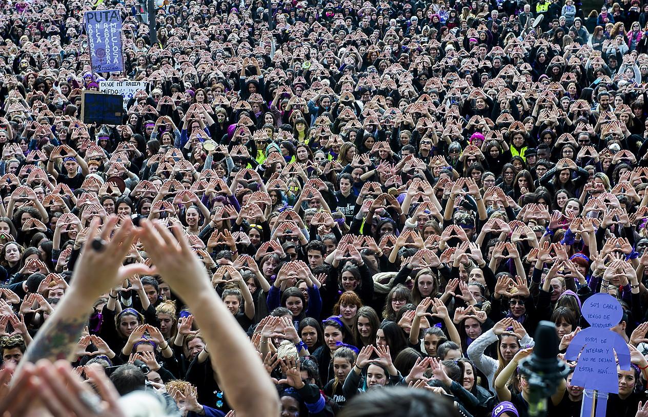 Oso mobilizazio handiak egin zituen mugimendu feministak joan den Martxoaren 8an; irudian, Bilboko protesta. ©LUIS JAUREGIALTZO / FOKU