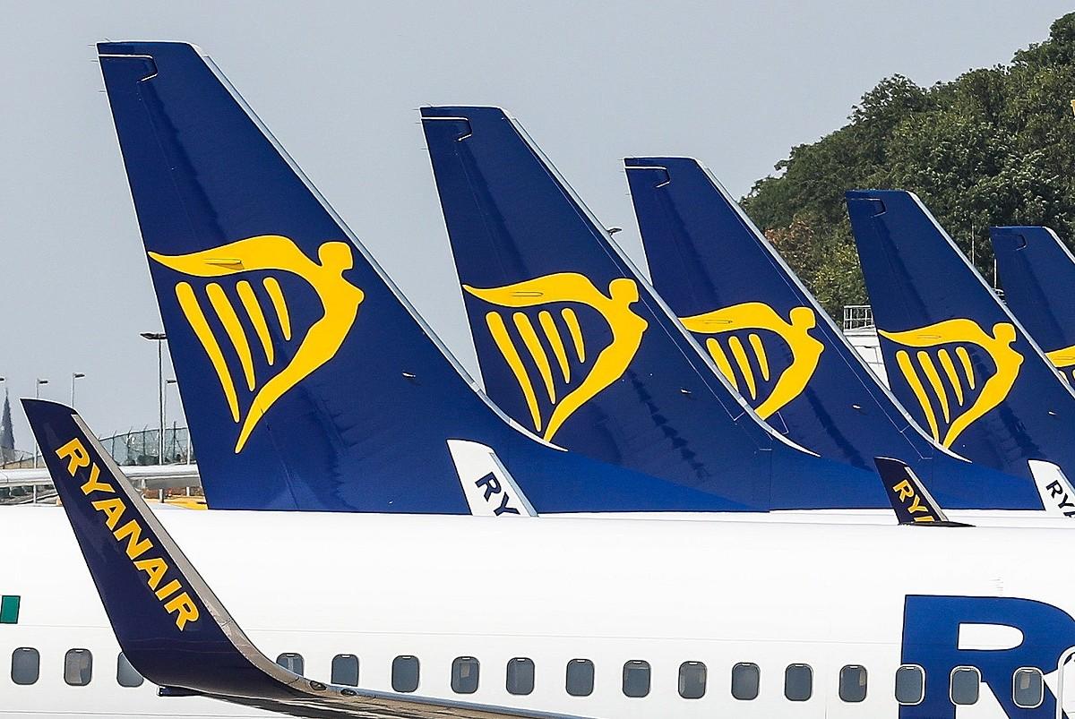 Ryanairreko hainbat hegazkin Charleroiko (Belgika) aireportuan, geldirik, uztailaren 25eko greba egunean. ©STEPHANIE LECOCQ / EFE