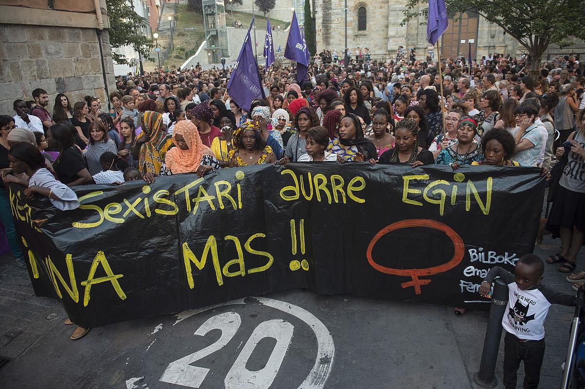 Manifestazio jendetsua egin zuten asteazkenean Bilbon, Maguette Mbeugouren hilketa gaitzesteko. ©MONIKA DEL VALLE/ FOKU