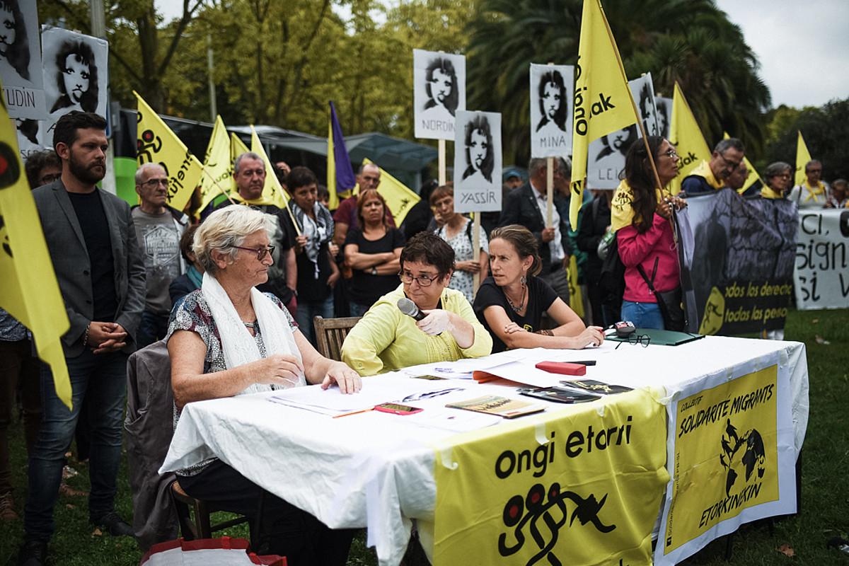 Helene Ducarre, Amaia Fontang eta Catherine Verbruggen Baionan egindako agerraldian, atzo. ©NAHIA GARAT