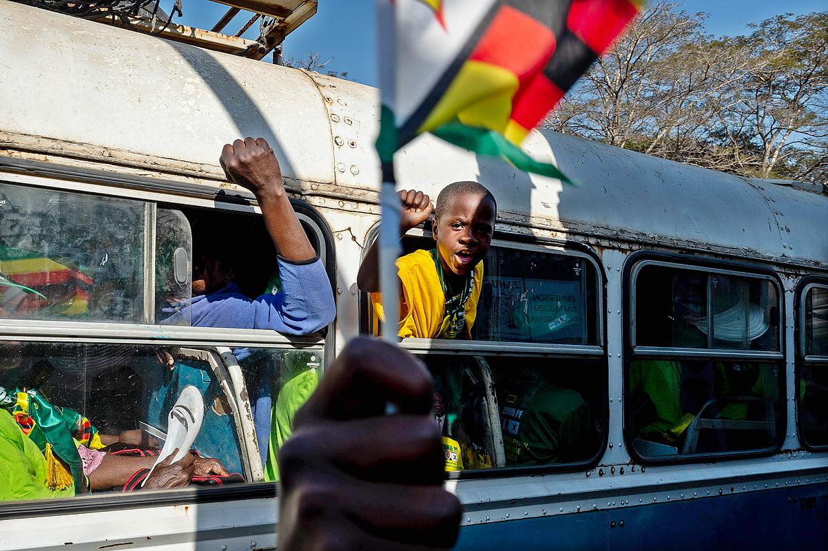 Harare, uztailaren 28a. Bi egun geroago egin zituzten hauteskunde orokorrak. Zimbabwek independentzia lortu zuenetik lehen aldiz, Robert Mugabe ez zen hautagaien artean. ©YESHIEL PANCHIA / EFE