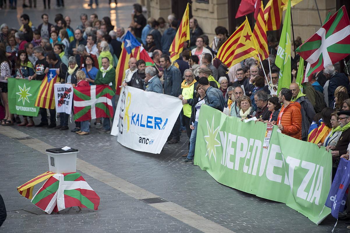 Bilboko Arriaga plazan atzo egin zuten elkarretaratzearen irudia. ©M. D. V. / FOKU