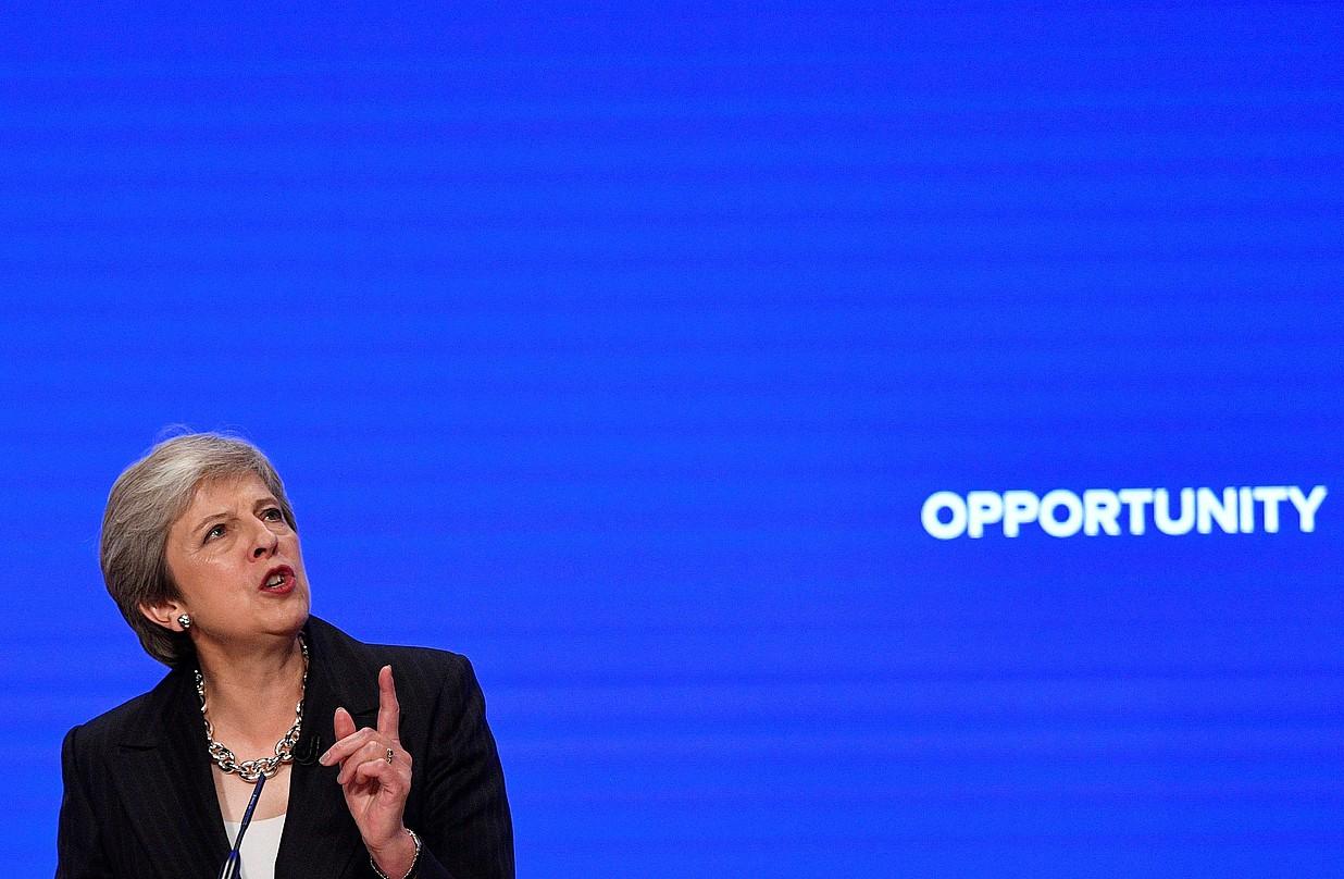 May Erresuma Batuko lehen ministroa haren alderdiaren konferentzian mintzatu zen atzo, Birminghamen. ©NEIL HALL / EFE