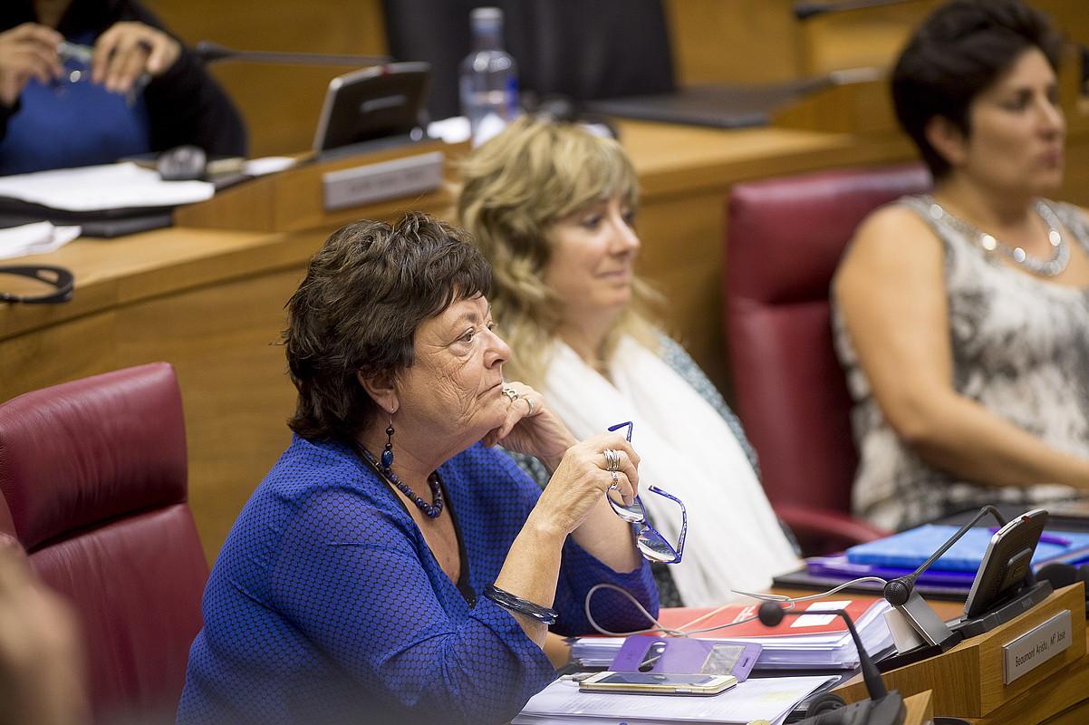 Maria Jose Beaumont Nafarroako Barne kontseilaria, atzo, Nafarroako Parlamentuko osoko bilkuran. ©IÑIGO URIZ / FOKU
