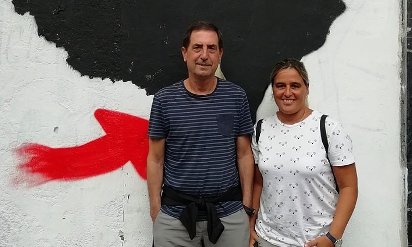 Bittor Urtiaga eta Eba Ferreira, Joxe Anjel Urtiaga deportatuaren senitartekoak. / BERRIA