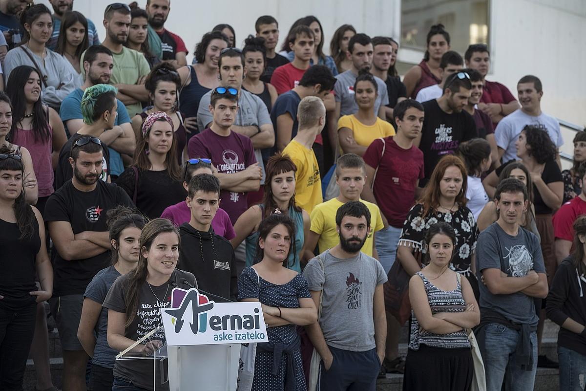 Ernaiko kideak, atzo, Donostiako campusean eginiko agerraldian. ©JON URBE / FOKU