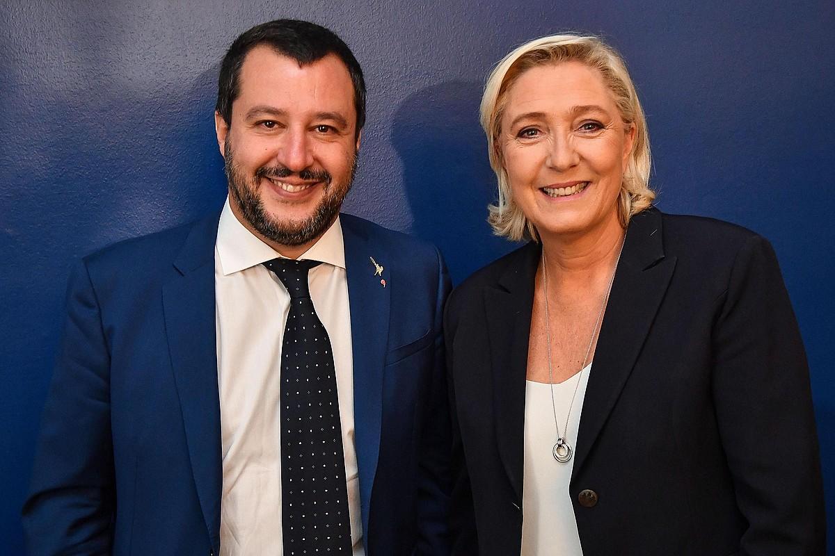 Matteo Salvini Italiako Barne ministroa eta Marine Le Pen BNko presidentea, irribartsu, atzo, Erroman. ©ALESSANDRO DI MEO / EFE