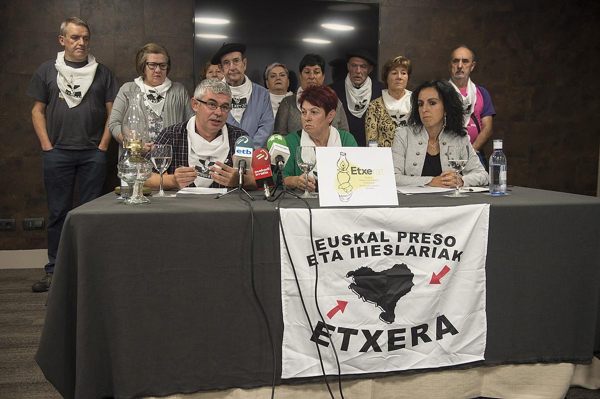 Urtzi Errazkin, Miren Santisteban eta Onintza Ostolaza, atzo, Etxerat-en agerraldian.