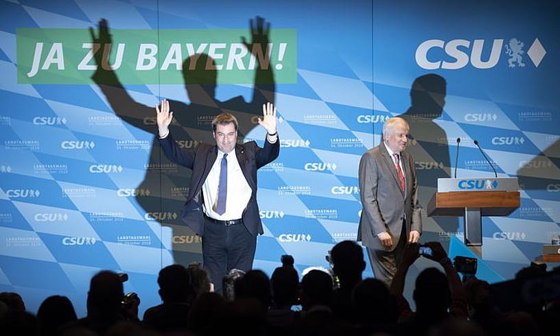 Markus Soeder Bavariako ministro-presidentea eta Horst Seehofer CSUko burua, kanpainan.