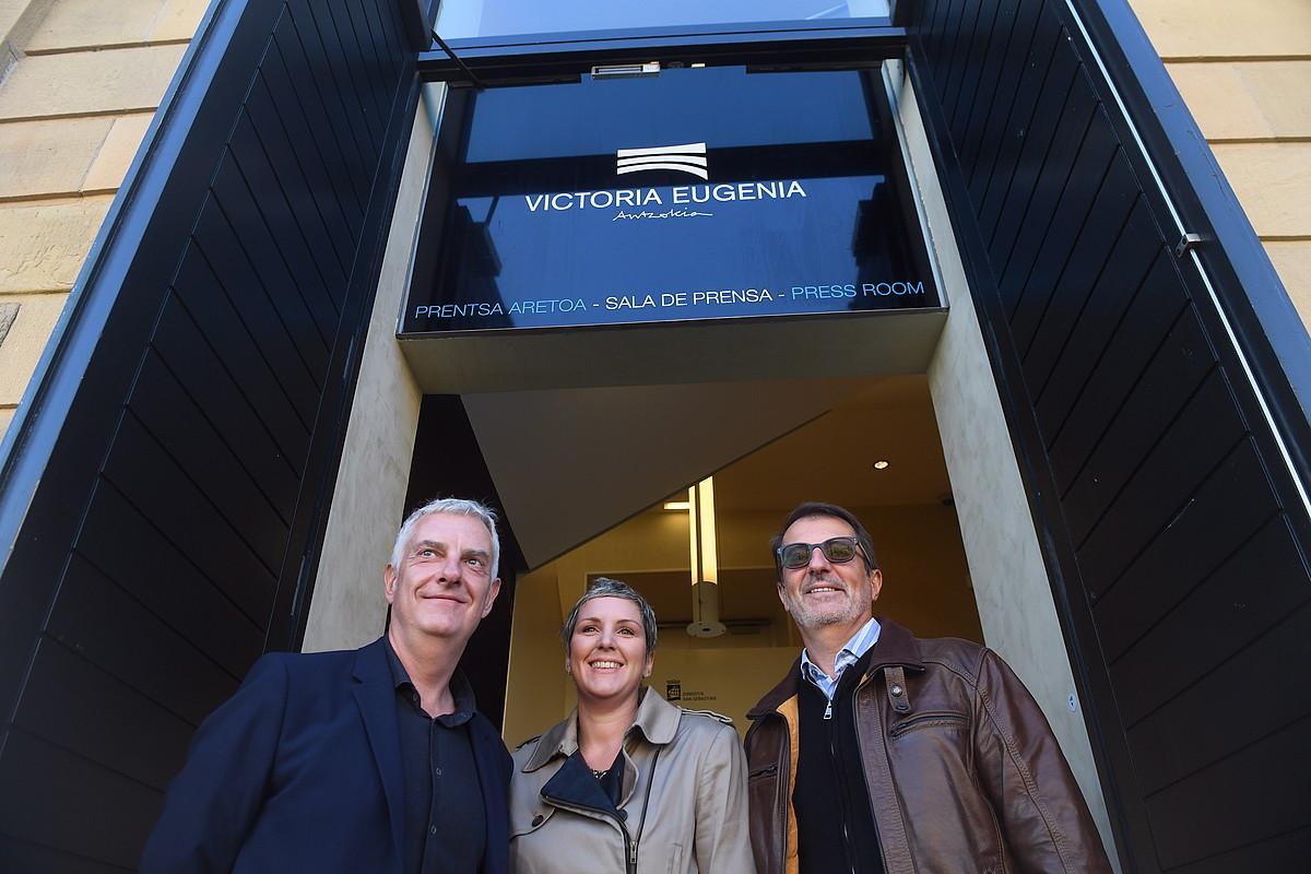 Jaime Otamendi, Carine Agirregomezkorta eta Yves Kordian, atzo, Donostiako Viktoria Eugenia antzokian. ©JON URBE / FOKU