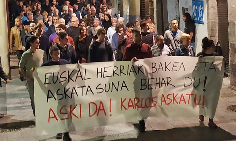 Manifestazioa egin zuten atzo Hernanin, Karlos Apeztegiaren atxiloketa salatzeko.
