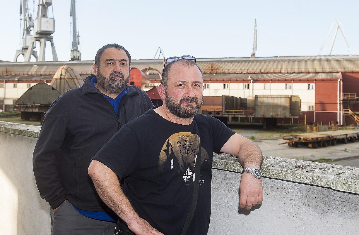 Asier Goitia eta Asier Txabarri, Naval ontziola atzean dutela. ©LUIS JAUREGIALTZO / FOKU