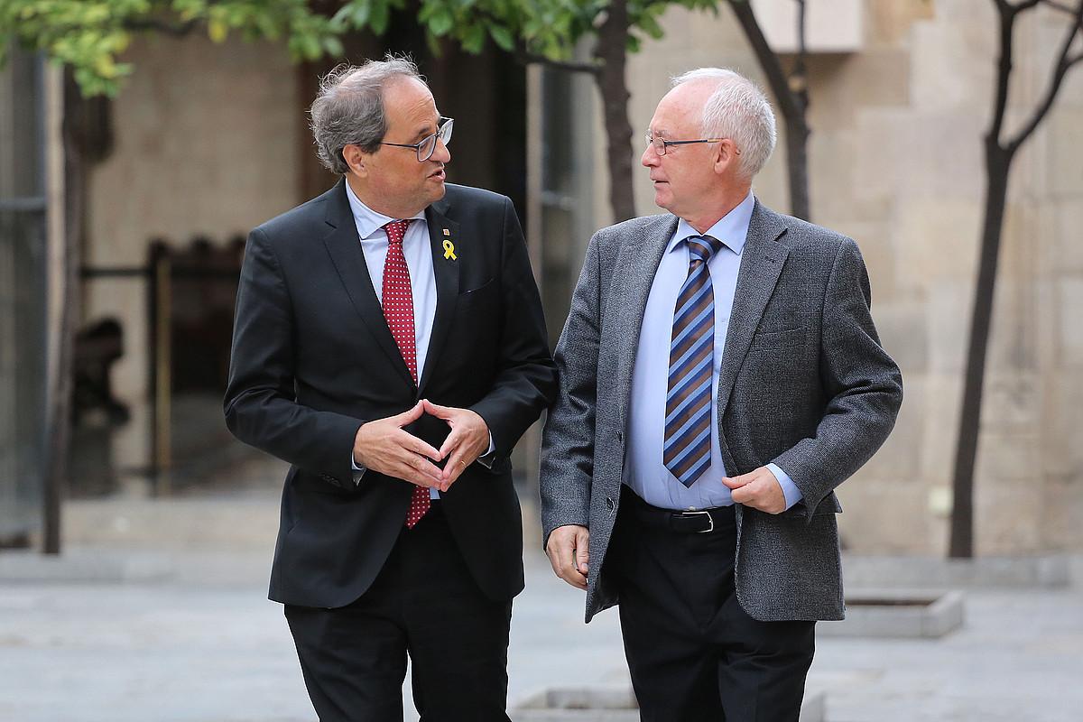 Quim Torra Generalitateko presidentea eta Joseba Azkarraga Sareko bozeramailea, atzo, Bartzelonan. ©JORDI BEDMAR