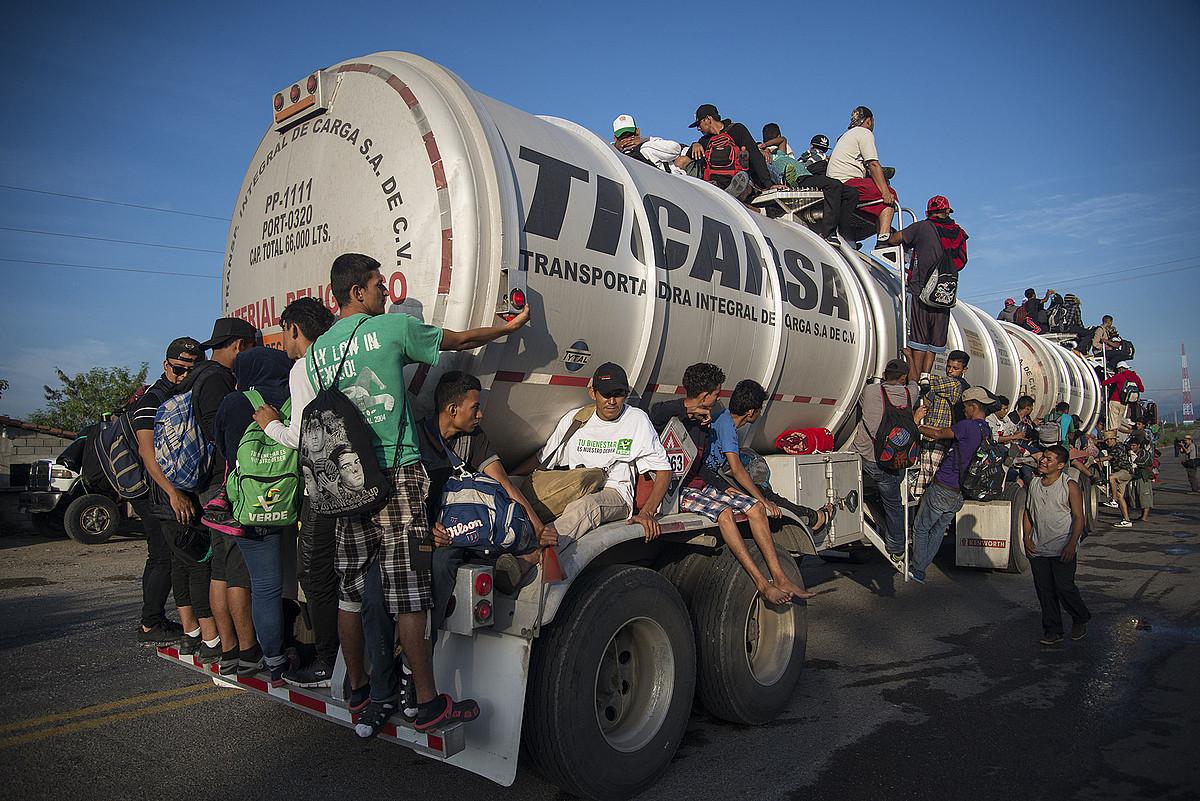 Hondurasko migratzaileen karabana, Oaxacan (Mexiko), herenegun. ©LUIS VILLALOBOS / EFE