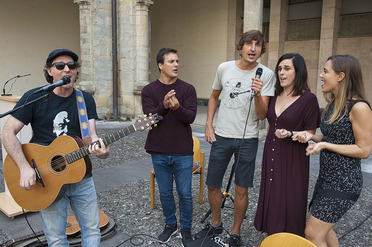 Programan parte hartu behar duten musikarietako batzuk, urrian aurkezpena egin zutenean. ©NAFARROAKO GOBERNUA