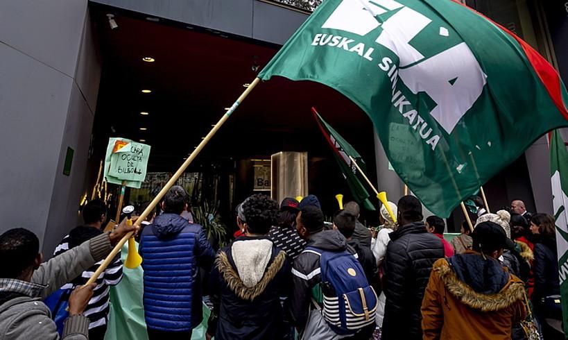 Grebalarien protesta, atzo, Bilboko Barcelo Nervion hotelean. ©JAIZKI FONTANEDA / FOKU