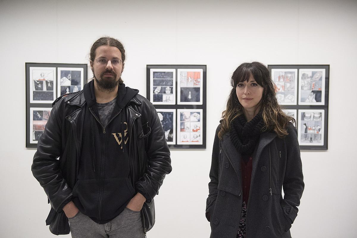 Julio Cesar Iglesias gidoilaria eta Raquel Lagartos ilustratzailea dira komikiaren egileak. ©GORKA RUBIO / FOKU