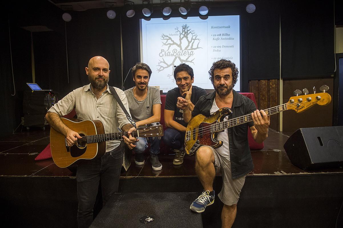 Talde eta musika erregistro desberdinetatik datozen musikariak batu ditu Salazarrek. ©LUIS JAUREGIALTZO/FOKU