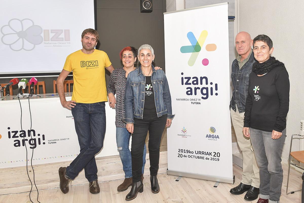 Iñigo Aritza eta Argia ikastoletako arduradunak, atzo. ©IDOIA ZABALETA / FOKU