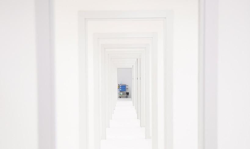 Korridore luze-luze bat Eibarko ospitale inauguratu berrian.