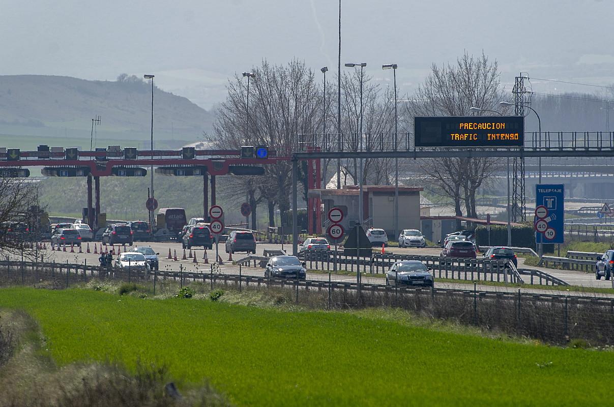 Trafikoa Araba eta Espainia arteko AP-1 autobidean. ©JUANAN RUIZ / FOKU