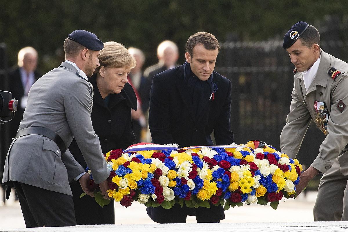 Angela Merkel eta Emmanuel Macron, atzo, 1918ko armistizioa sinatu zuten tokian, Compeignen. ©ETIENNE LAURENT / EFE