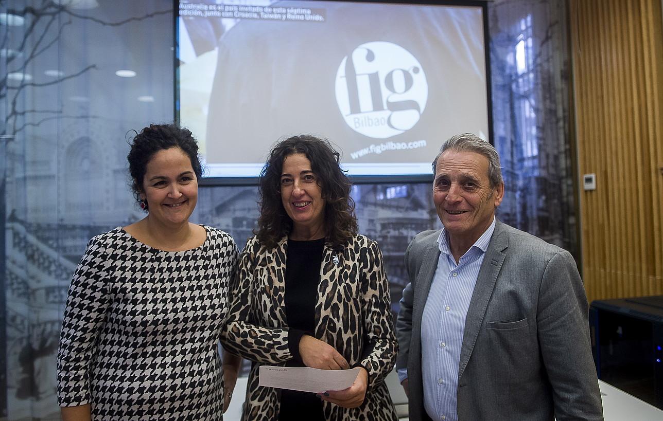 Olga Iradier FIG azokako kidea, Lorea Bilbao diputatua eta Roberto Saez de Gorbea FIGeko zuzendaria. ©L. JAUREGIALTZO / FOKU