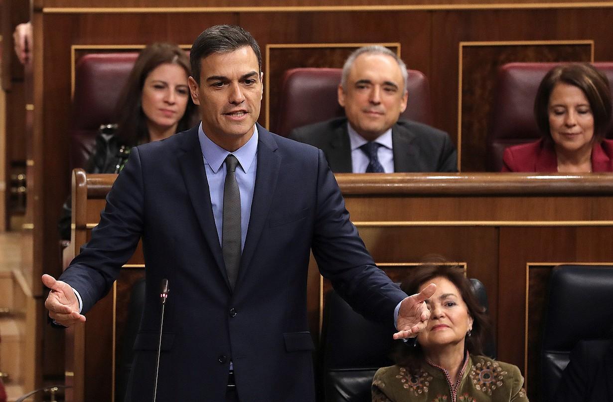 Pedro Sanchez Espainiako Gobernuko presidentea, atzo, Madrilen, Kongresuko kontrol saioan. / BALLESTEROS / EFE