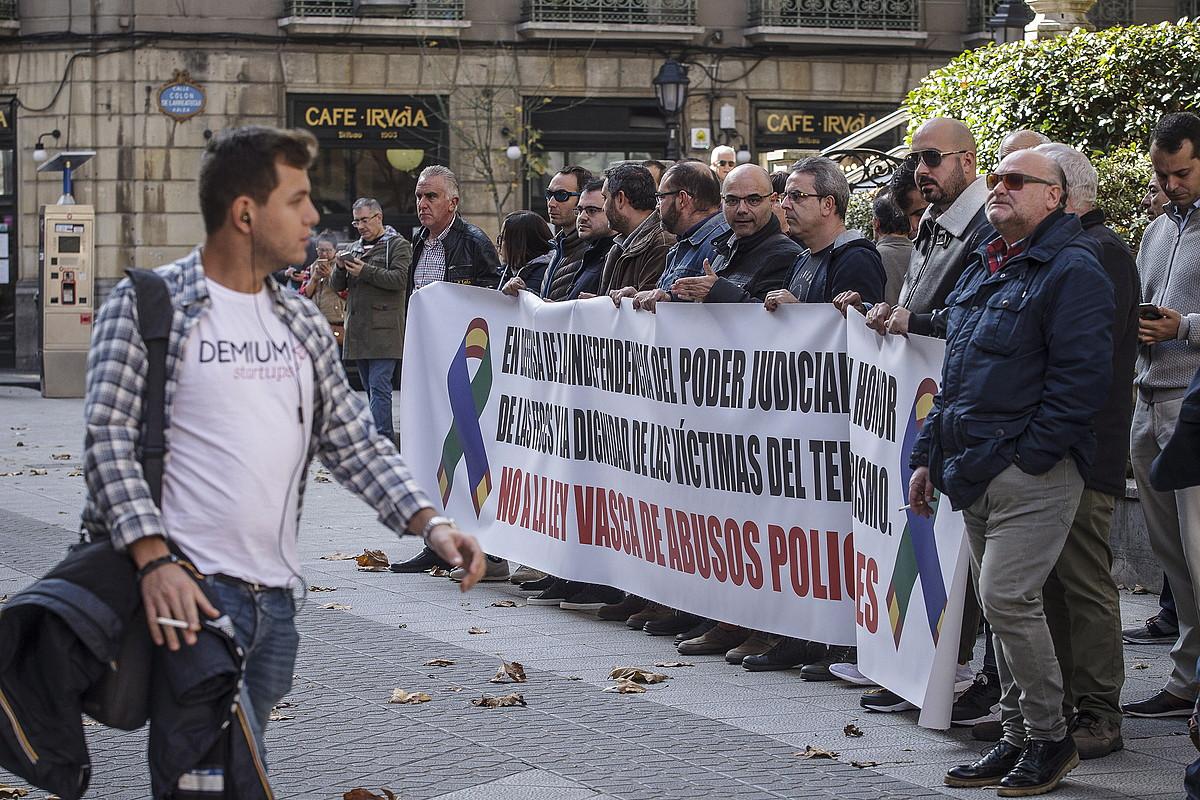 Polizien protesta, atzo. ©A.LOIOLA / FOKU