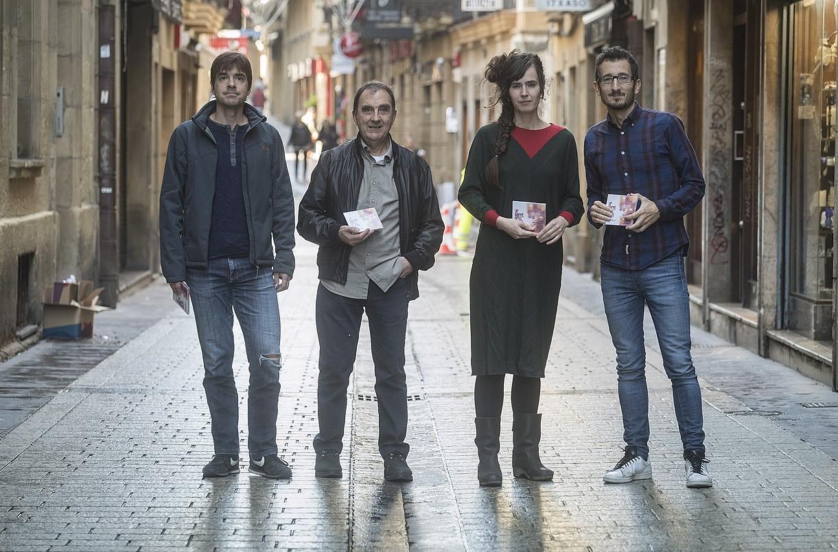 Julen Izarra, Bixente Martinez, Maite Larburu eta Xabi Zeberio, atzo, Donostian.