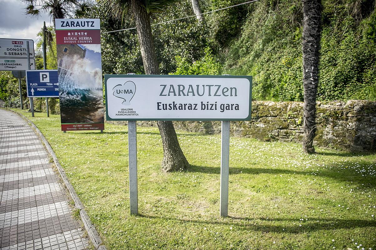 Uemaren seinalea, Zarauzko sarreran, artxiboko irudi batean. / GORKA RUBIO / FOKU