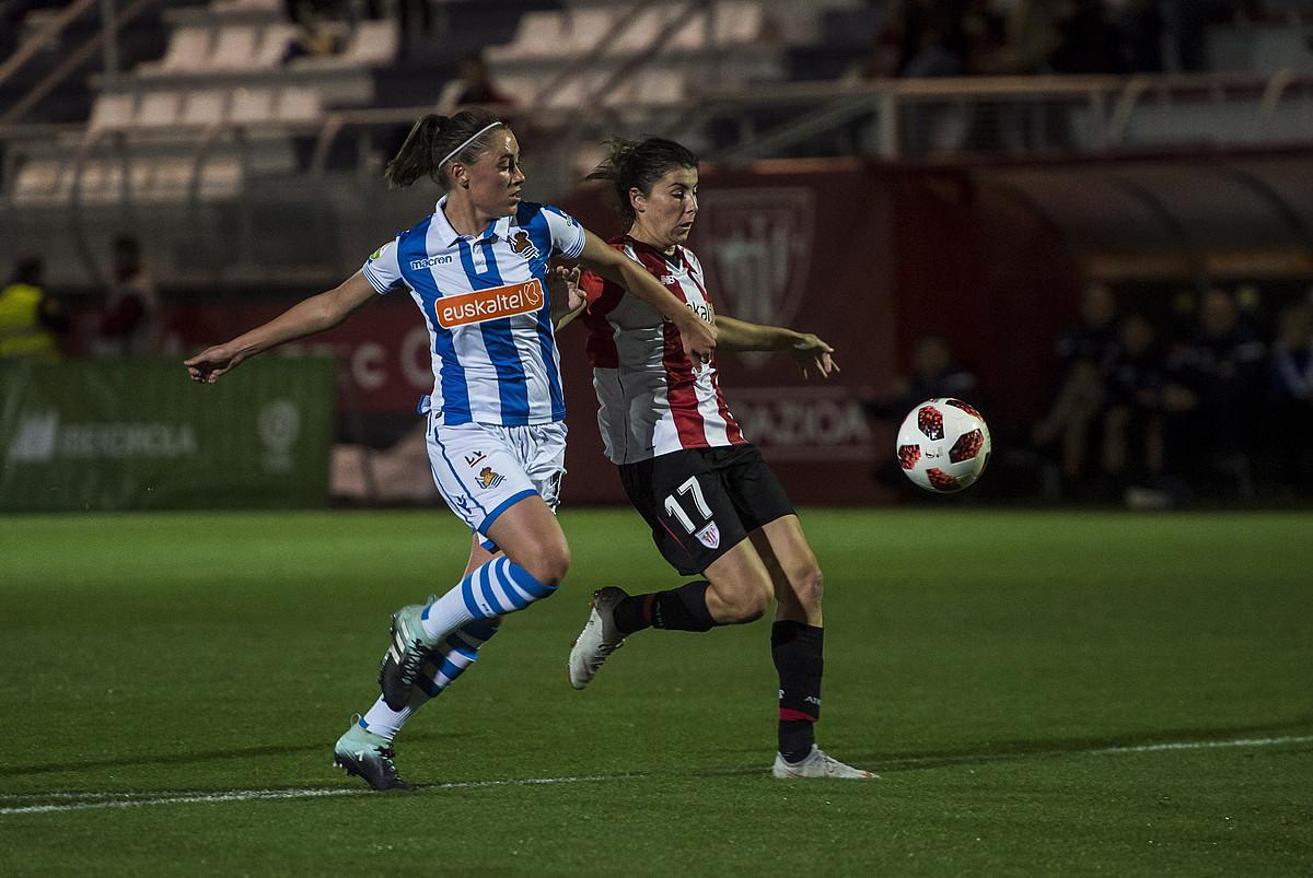 Lucia Garcia Athleticekoa, Paola Soldevilla Realekoarekin lehian. ©M. RAMIREZ / FOKU