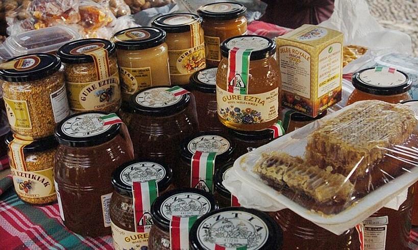 Ezti ekoizleen produktuak egongo dira azokan; 80 ezti inguru egongo dira orotara. ©JON URBE / FOKU