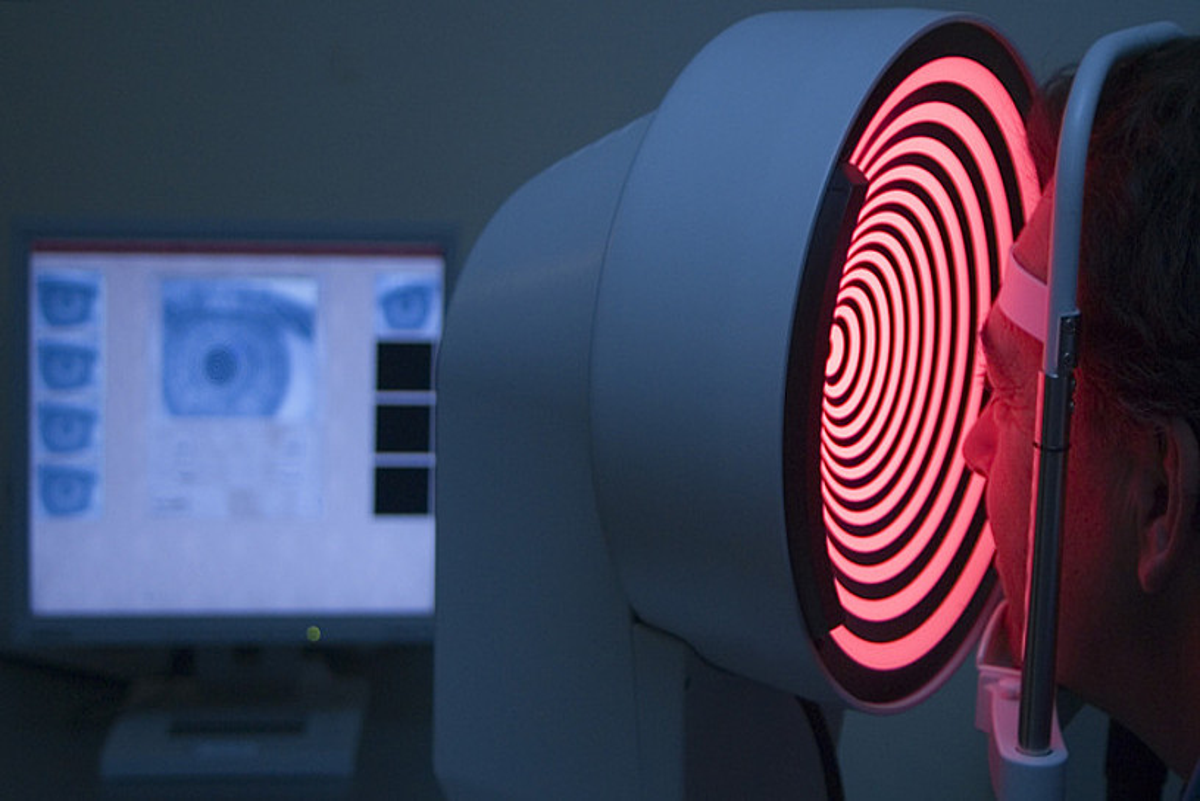 Elikadura zaintzea eta ez erretzea dira begiak zaintzeko oftalmologoek ematen dituzten aholkuak.