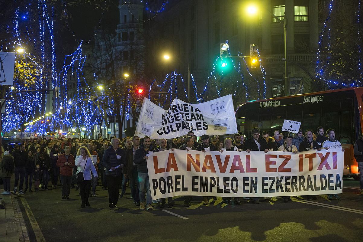 Navalen itxieraren aurkako manifestazioa, atzo, Bilboko Kale Nagusian. ©MONIKA DEL VALLE / FOKU