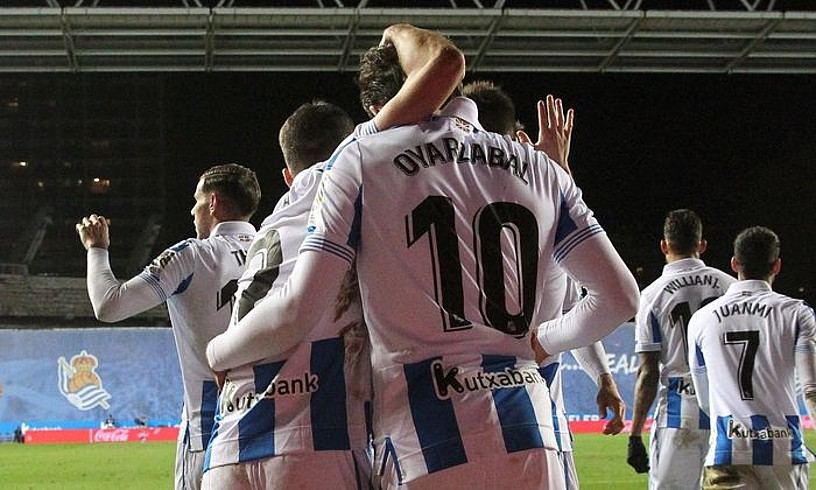 Zaldua eta Oiartzabal, erdilariak Celtari sartutako gola ospatzen. ©J. ETXEZARRETA / EFE
