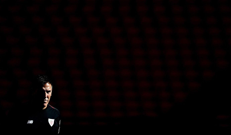 Eduardo Berizzo, pentsakor, Espainiako Ligako lehen partida bezperan egindako entrenamenduan. Horixe izan da haren aginduetara Athleticek ligan irabazi duen norgehiagoka bakarra. ©LUIS TEJIDO / EFE