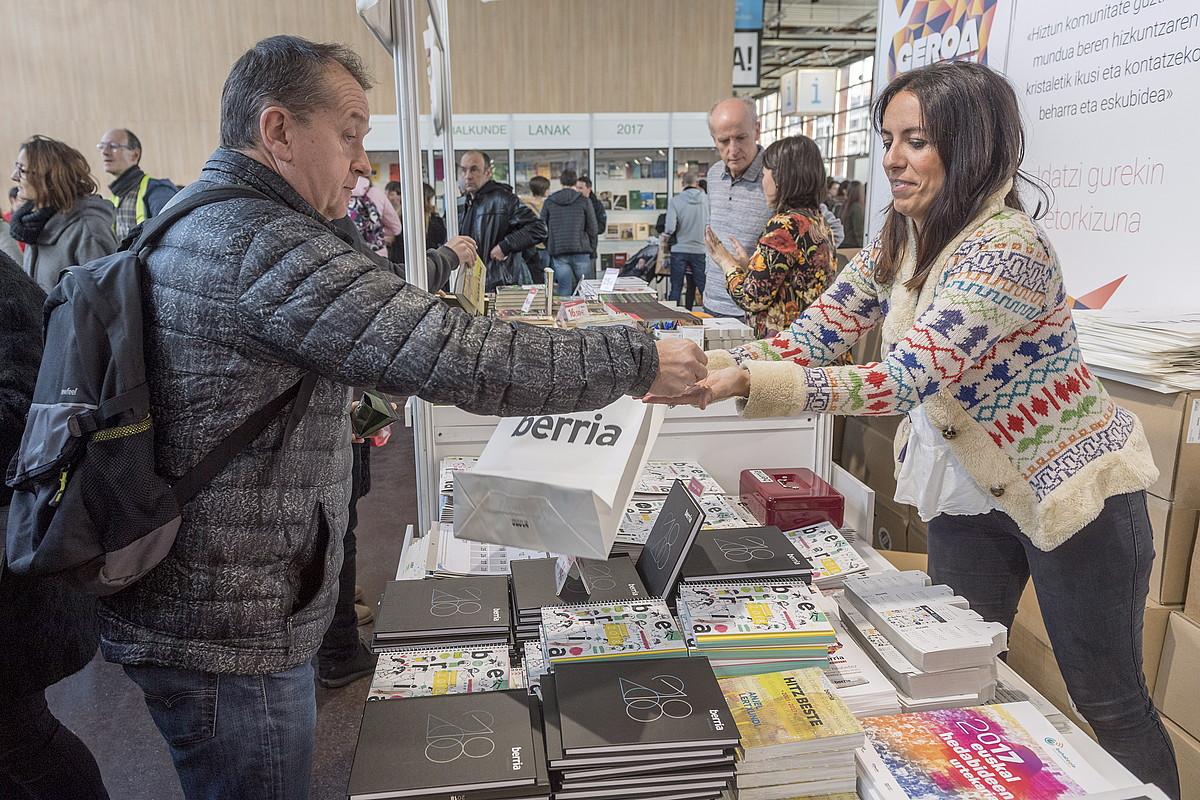 BERRIAren hainbat produktu erosi ahalko dira aurten ere Durangoko Liburu eta Disko Azokan. ©JUANAN RUIZ / FOKU