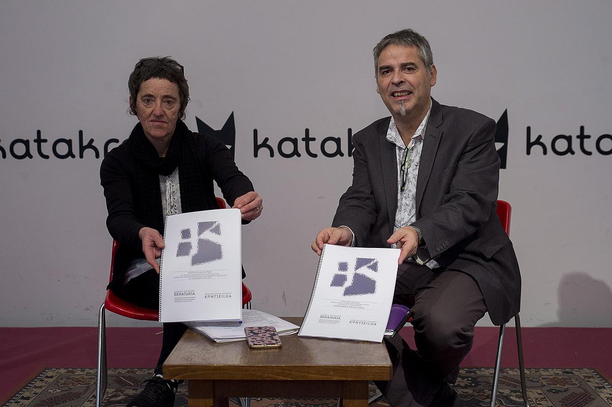 Garbiñe Petriati eta Paul Bilbao, atzo Iruñean egindako agerraldian. ©IÑIGO URIZ / FOKU