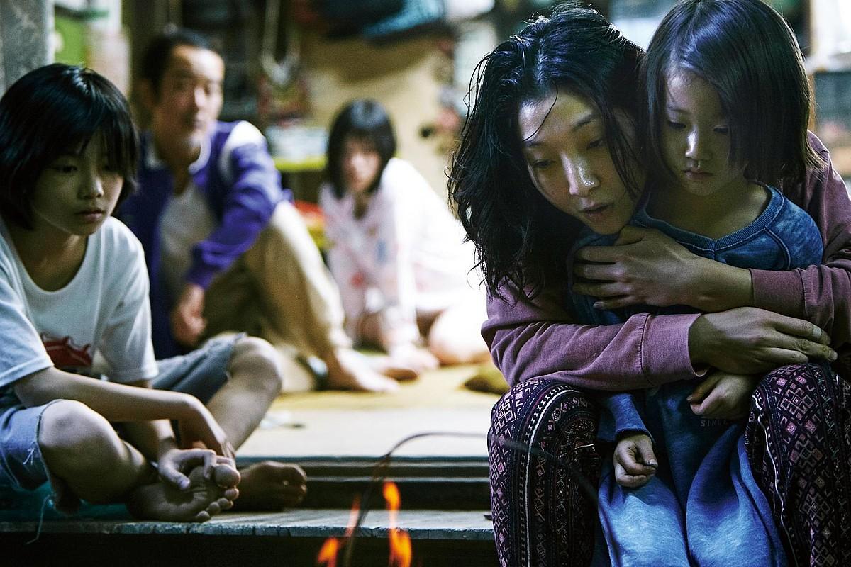 Baliabide handirik ez duen Japoniako familia baten gorabeherak kontatu ditu Koreedak filmean. ©BERRIA