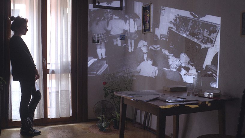 Maider Oleaga, zuzendu duen <em>Muga deitzen da Pausoa</em> filmeko fotograma batean. Goi-goiko irudiak ere film horretakoak dira. &copy;MAIDER OLEAGA