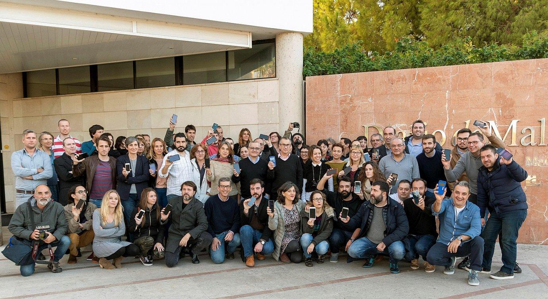 <em>Diario de Mallorca</em> egunkariko langileek protesta egin zuten atzo, Kiko Mestreri elkartasuna adierazteko. &copy;CATI CLADERA / EFE