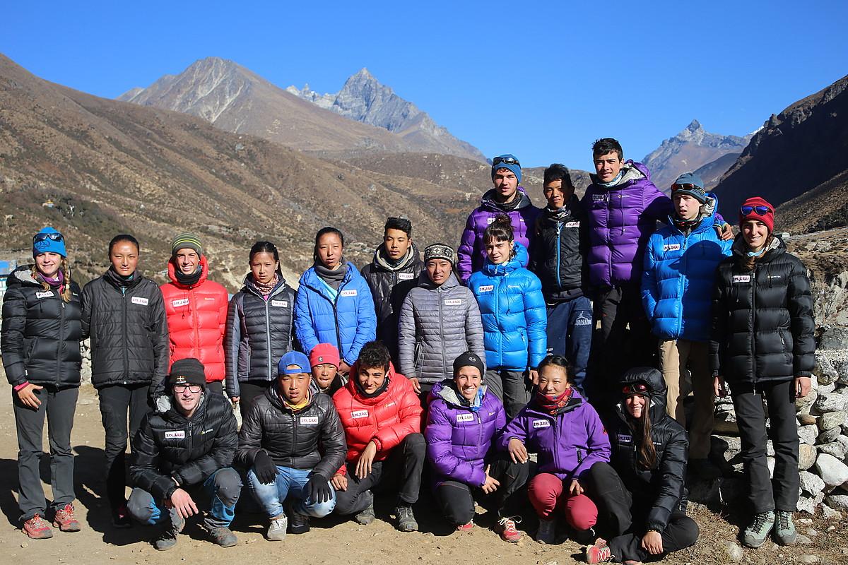 Espedizioan parte hartu duten gazte xerpa eta euskaldunak, Thame bailaran, 3.900 metrora. ©FELIPE URIARTE