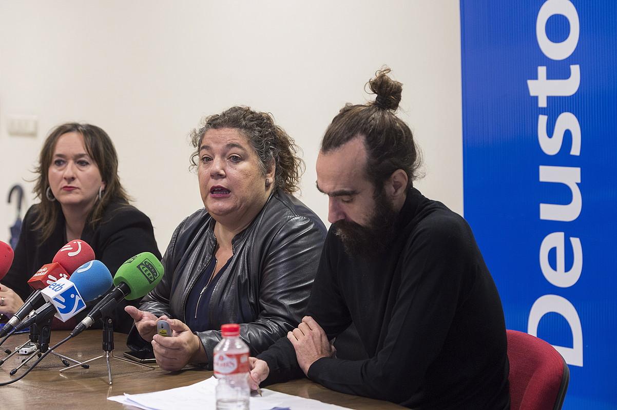 Iratxe Aristegi, Maria Silvestre eta Braulio Gomez, atzo, Deustobarometroaren aurkezpenean. ©MONIKA DEL VALLE/FOKU