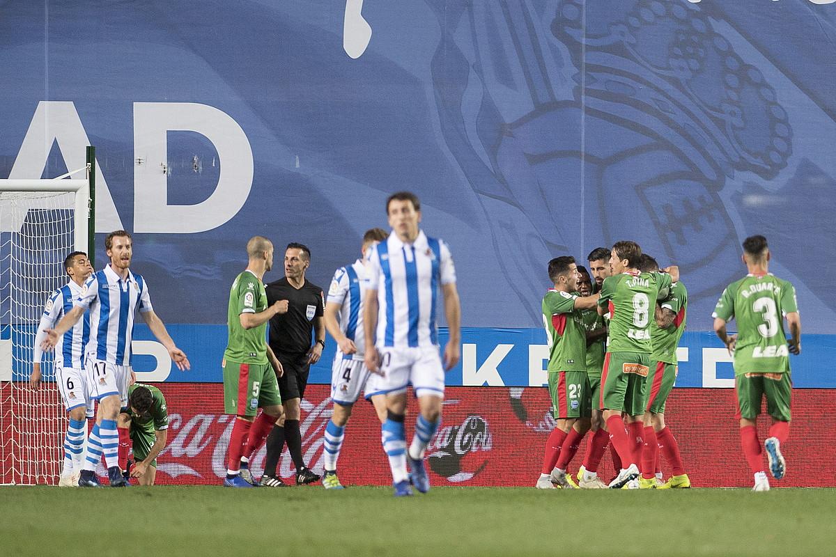 Hamargarren minutuan sartutako gola baliatuta, Anoetatik hiru puntuak eraman zituen Alavesek. ©J.C. RUIZ / FOKU
